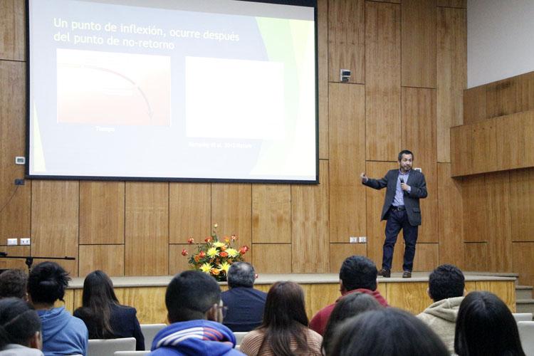 """Dr. Nelson Lagos: """"Si a los desechos les ponemos un poco de innovación no son desechos"""""""