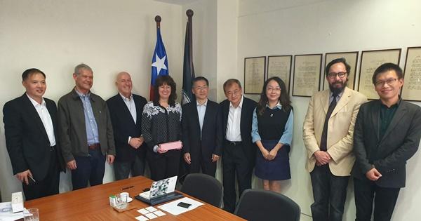 Santo Tomás fortalece su relación con China tras visita de comisión científica de la Municipalidad de Shanghái
